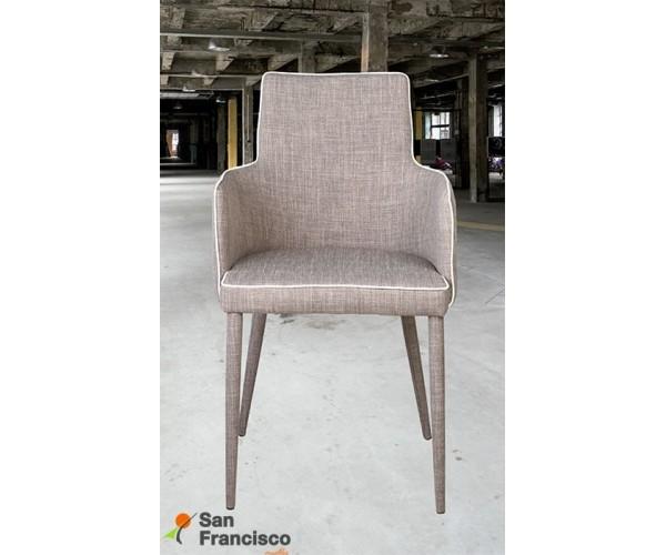 Sillón estilo nórdico diseño moderno económico. Tapizado único color marrón con ribete blanco.